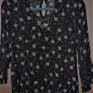 Maurices 3/4 sleeve dandelion print & lace blouse